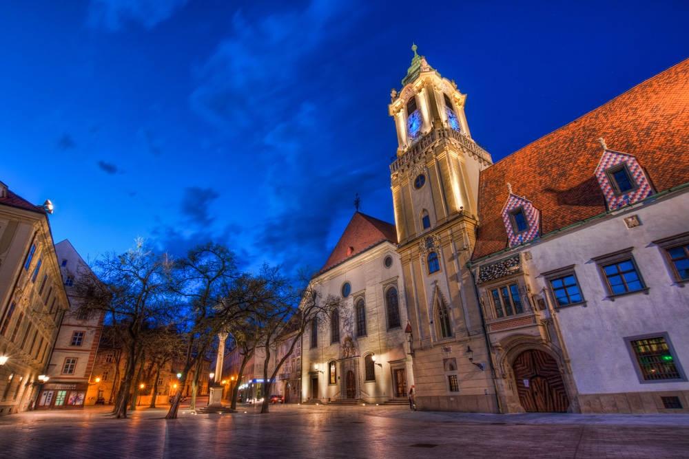 1370354029_Bratislava-Old-Town-Hall